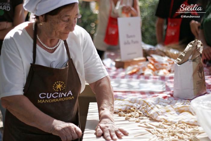 Donne siciliane la ricetta segreta per fare territorio - Nonne in cucina ...